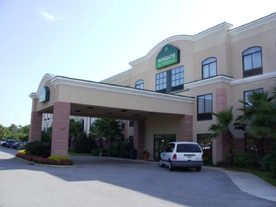 Wingate by Wyndham Destin FL: Outside of hotel