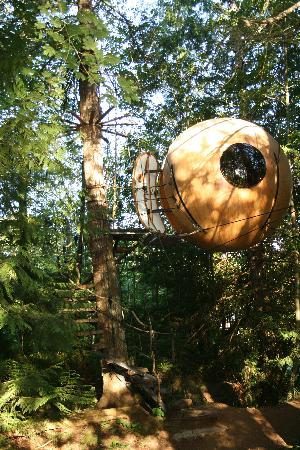 Qualicum Beach, Canada : View of the sphere - Eryn