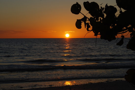 Dunedin, FL: Beautiful Sunset at Honeymoon Island