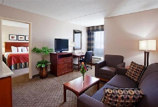 Holiday Inn Hotel & Suites Cincinnati-Eastgate: 2 Room King Suite with 2 Baths