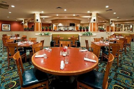 Holiday Inn Hotel & Suites Cincinnati-Eastgate: McKenna's Restaurant