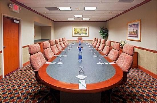 Holiday Inn Hotel & Suites Cincinnati-Eastgate: Executive Boardroom