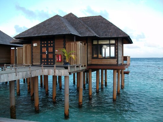 Noonu Atoll: water villa from outside