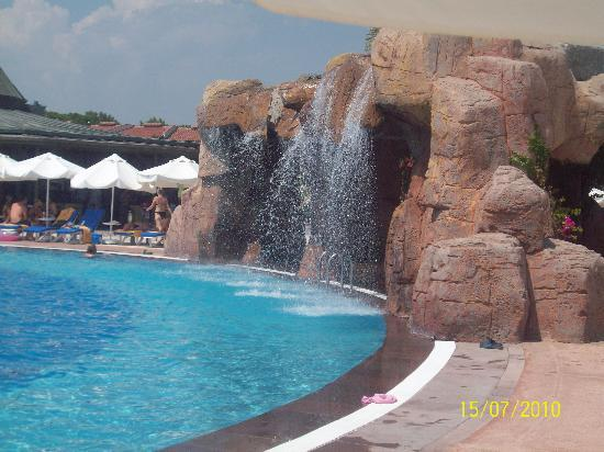Main pool picture of papillon belvil hotel belek for Piscine 07500