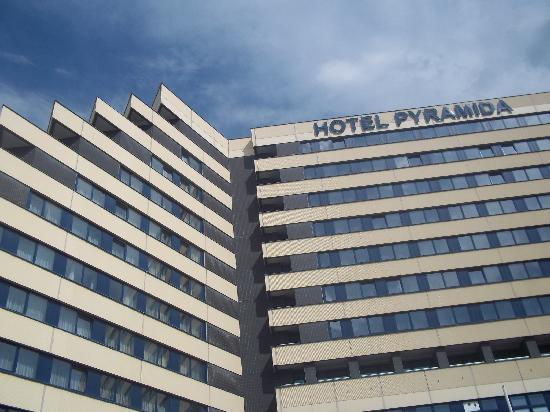 Hotel Pyramida Praha: We were on the top floor with a great view