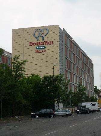 Front of the hotel picture of doubletree by hilton milan for Hotel hilton milano