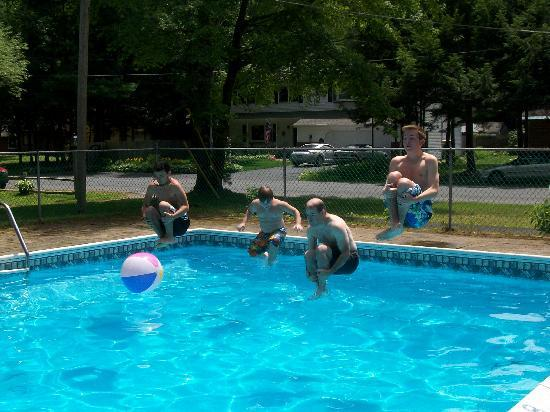 Pine Grove Cottages: July 4th Cannonball Contest