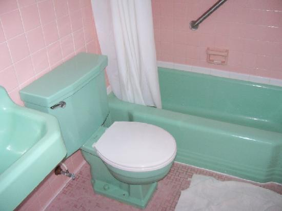 Pink and green bathroom 28 images vintage style for Pink and green bathroom ideas