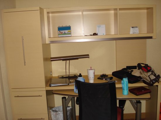 TownePlace Suites By Marriott Wilmington / Wrightsville Beach: desk