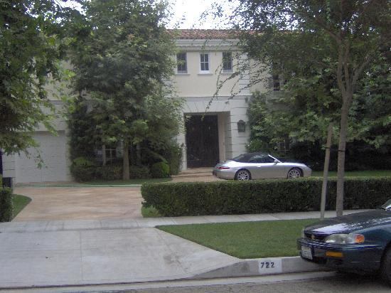 See where the infamous menendez murders took place for Murder house tour los angeles