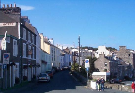 Port St. Mary, UK: The Albert Hotel and Athol Street, by the harbour