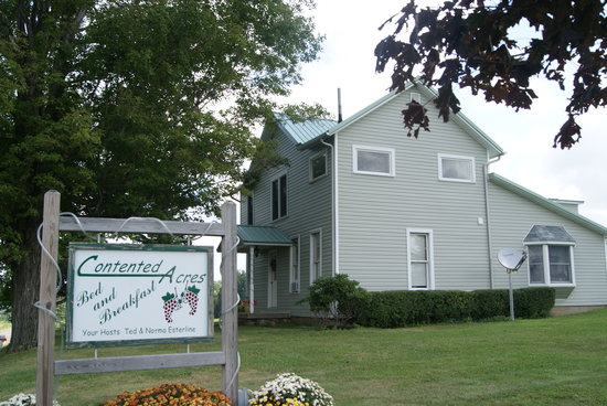 ‪‪Contented Acres Bed & Breakfast‬: front of the house‬