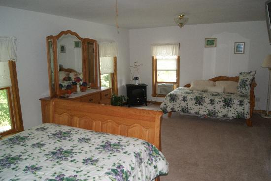 Contented Acres Bed & Breakfast: bedroom