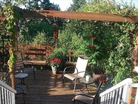 Island Serenity Chemainus Bed &amp; Breakfast / Vacation Rental: Deck