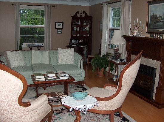 A Garden View B & B: The sitting room