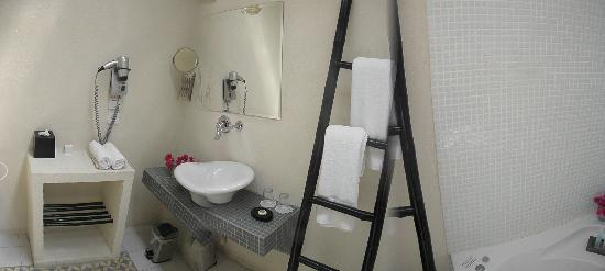 Liart Hotel: bathroom