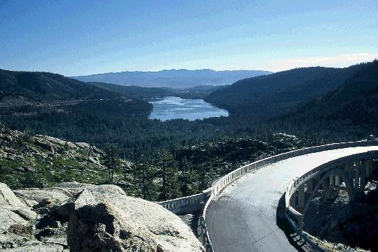 Truckee, Калифорния: Donner Lake - Rainbow Bridge