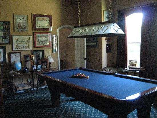 Yosemite Rose Bed & Breakfast: billiards room