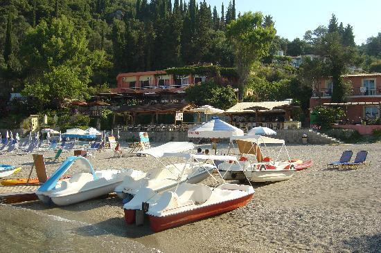 Liapades, Grecja: hotel restaurant and beach