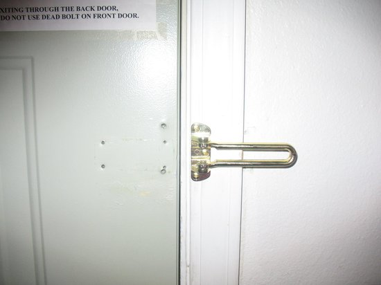 Yellowstone Park Inn &amp; Suites: No Locks