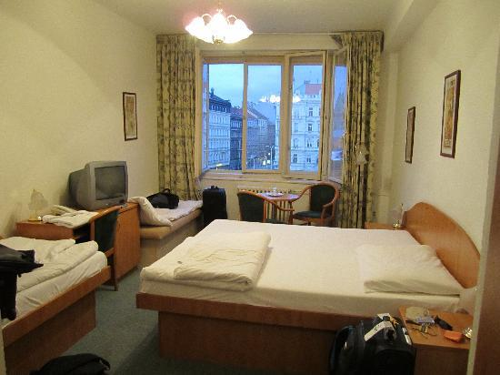 Hotel Legie: Our 3 person room