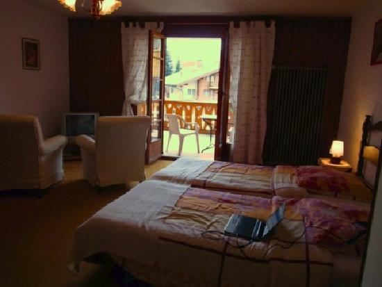 Verbier, Schweiz: Double room, larger than it looks