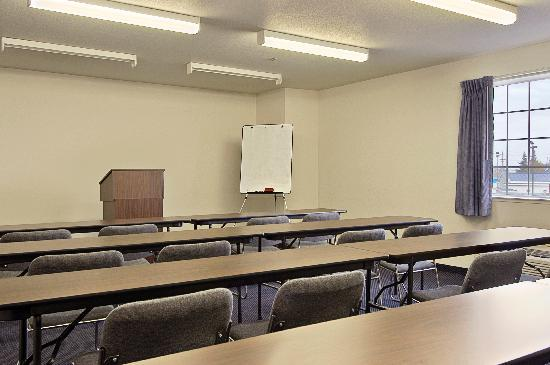 Super 8 Sacramento / Airport Area: SPACIOUS MEETING ROOM