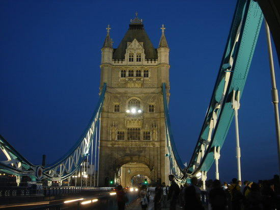 Londres, UK: Tower Bridge by night - London, UK