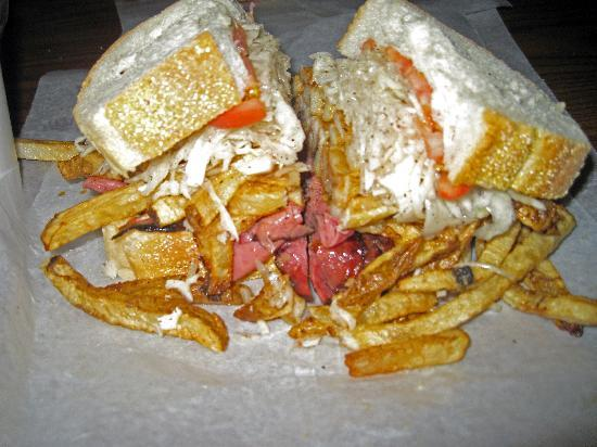 http://media-cdn.tripadvisor.com/media/photo-s/01/9b/f6/a9/primanti-s-sandwich.jpg