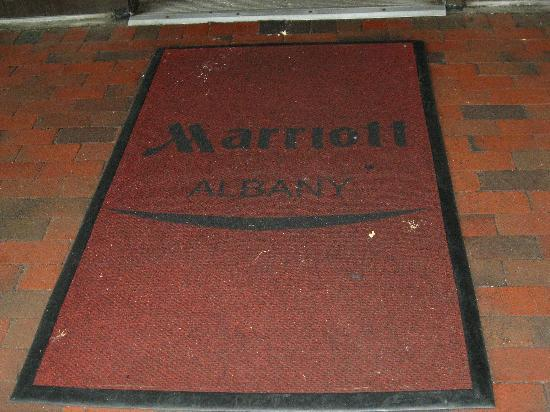 Albany Marriott: Even the entryway was VERY dirty. Bad 1st impression