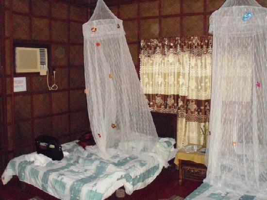 Niu &#39;Ohana Boracay Garden Resort: Our beds, with faux mosquito net