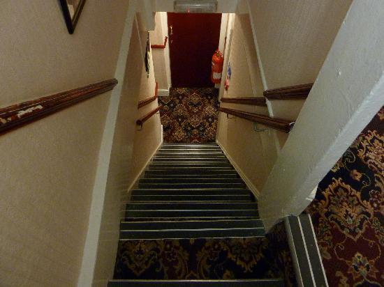 The Oxford Hotel: Going down for breakfast