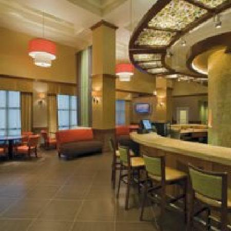 Hyatt Place Austin/Arboretum: Front Desk Gallery, Wine, Beer & Coffee Bar