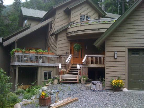 Hidden Creek Bed and Breakfast: Girdwood B&amp;B