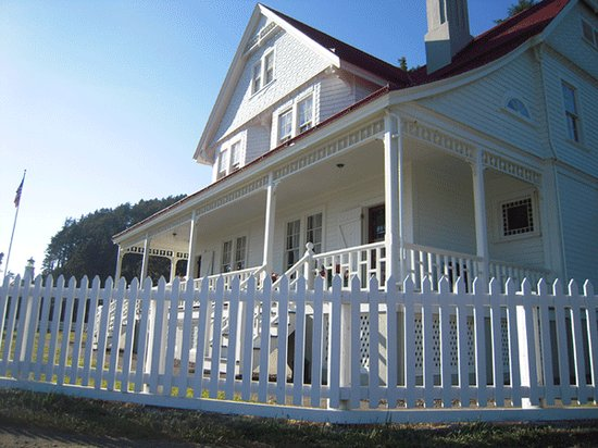Heceta Head Lighthouse Bed and Breakfast: The house.