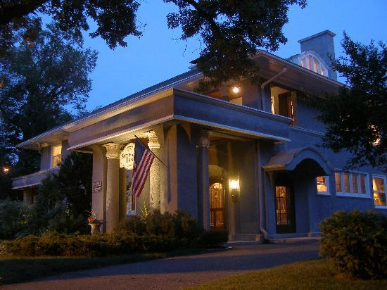 Stewart Inn Bed and Breakfast: Summer Evening
