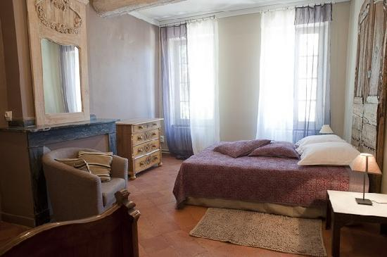 Le Prieure Saint Louis: chambre