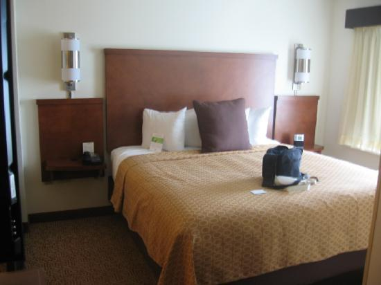 Hyatt Place South Bend: Bed