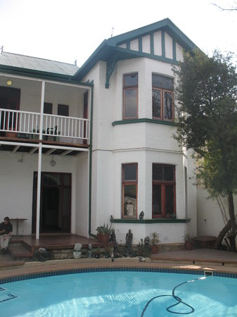 Ghandi Backpackers Lodge: main house