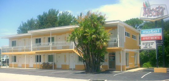 Beach House Motel & Apartments: our new remodel
