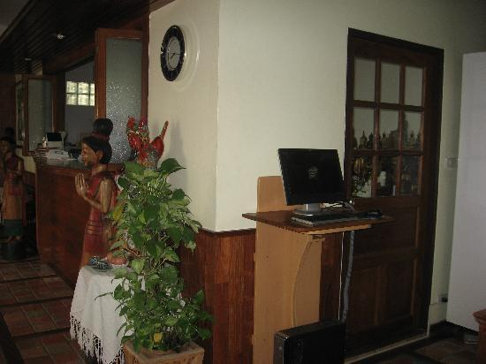 Sri Pat Guest House: Free computer use