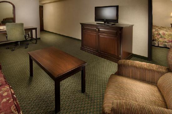 Drury Inn & Suites Kansas City Airport: Suite