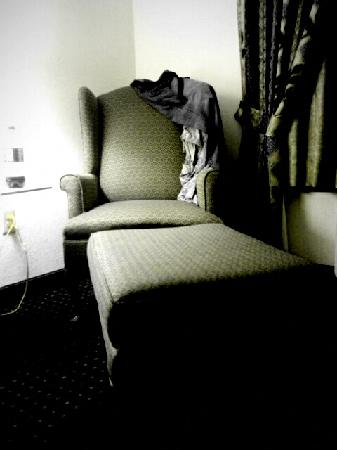 Country Inn & Suites St. Augustine Downtown Dist: Chair and ottoman