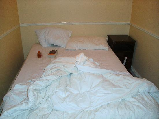 Naper Arms hotel: Tiny double bed area with locker that had broken door so was taped closed