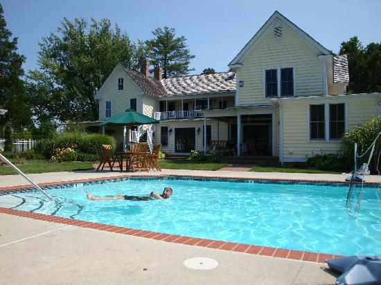 George Brooks House B&B: Super relaxing pool area