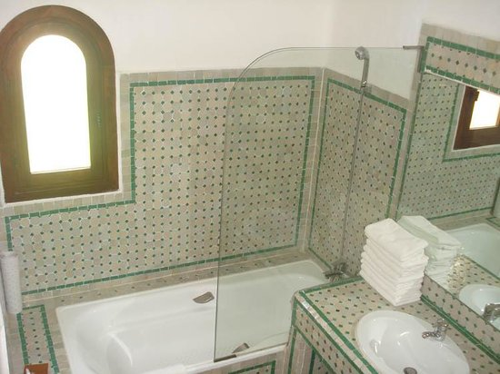 La salle de bain picture of royal decameron issil for Salle de bain royan