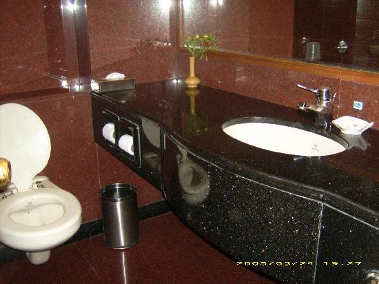 Gem Park-Ooty: bathroom