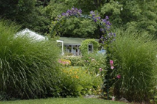 The Woodstock Inn on the Millstream: Summer Gardens at the Inn