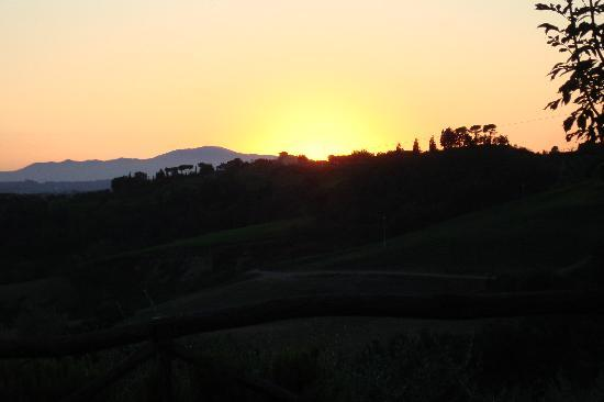 Montespertoli, อิตาลี: Sun going down (view from restaurant)