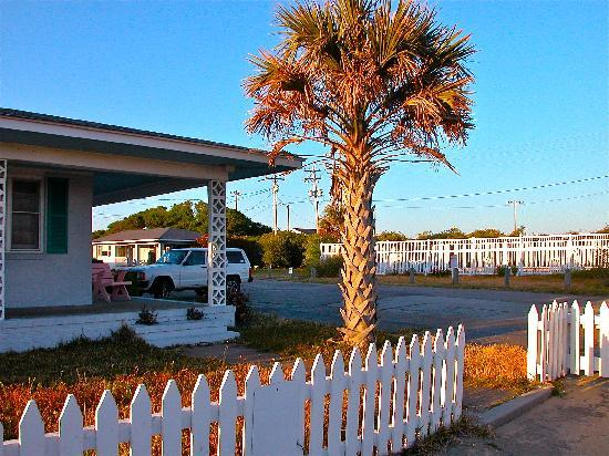 Falcon Motel : Park Right at Your Door